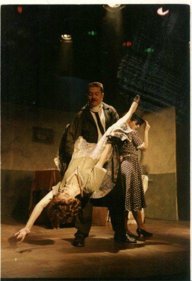 EXTRAÑO JUGUETE (2002)